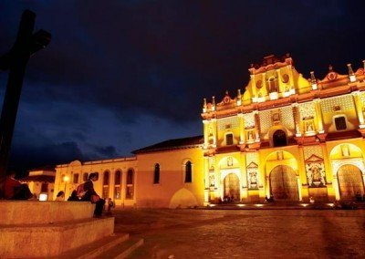 Catedral de San Cristóbal de las Casas iluminada